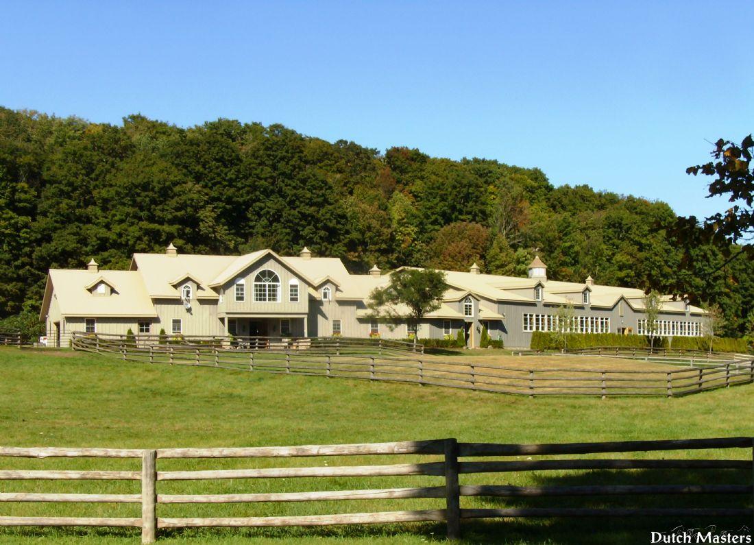 Georbon farm dutch masters horse barn builders ontario for Barn builders ontario